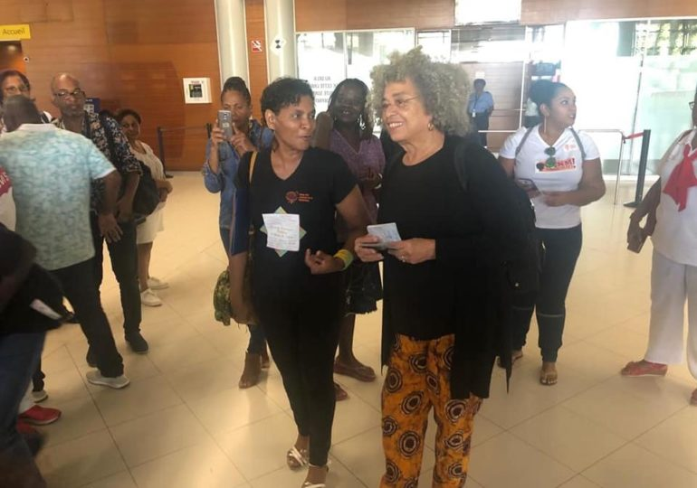 Angela Davis à la rencontre des martiniquais : Son programme en Martinique